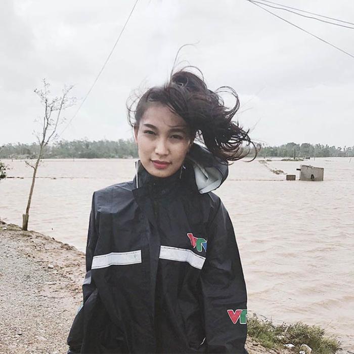 Ngoài việc dẫn chương trình, Linh Thủy còn là một nữ phóng viên của đài VTV.