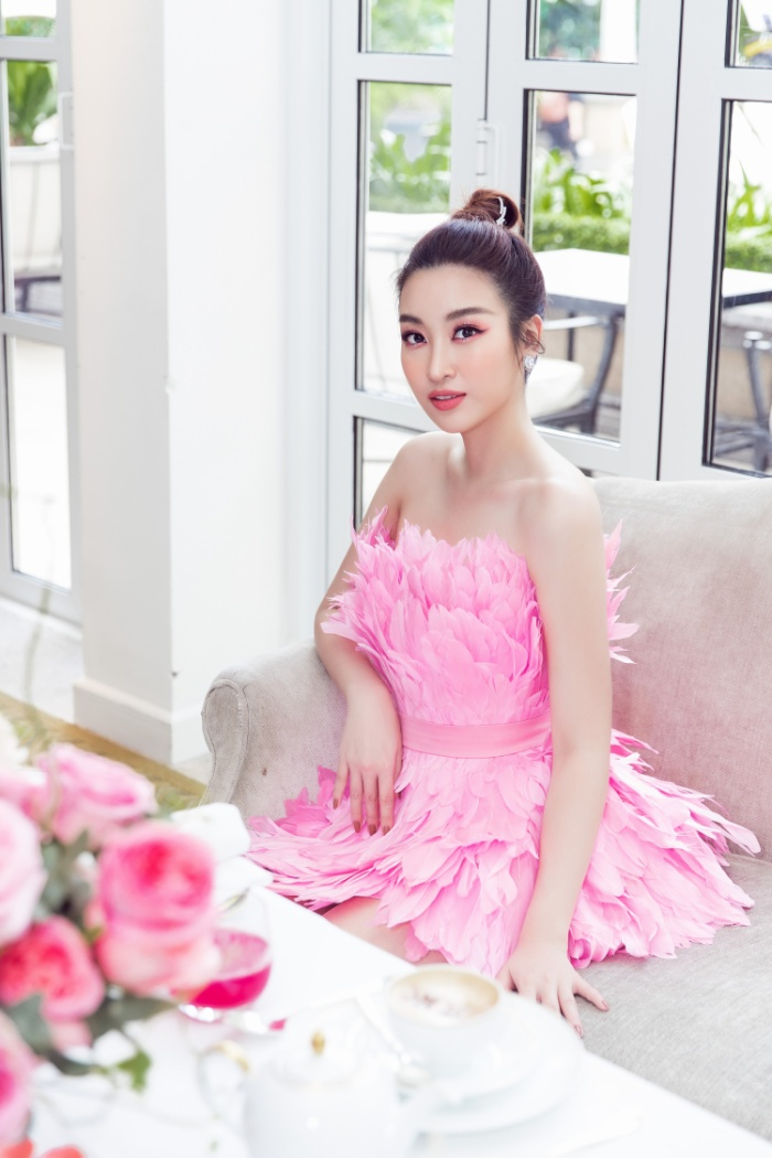 Đỗ Mỹ Linh hoá hồng hạc kiêu sa, Tường San  Lương Thuỳ Linh cũng bung lụa khoe nhan sắc hơn người ảnh 0