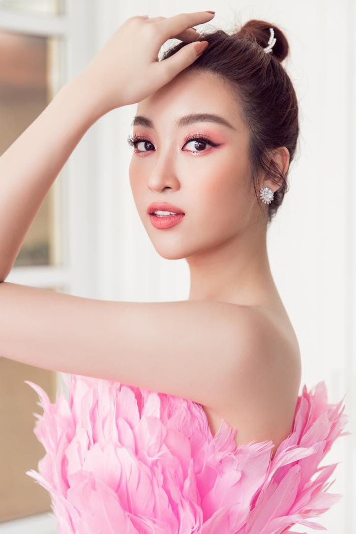 Đỗ Mỹ Linh hoá hồng hạc kiêu sa, Tường San  Lương Thuỳ Linh cũng bung lụa khoe nhan sắc hơn người ảnh 3