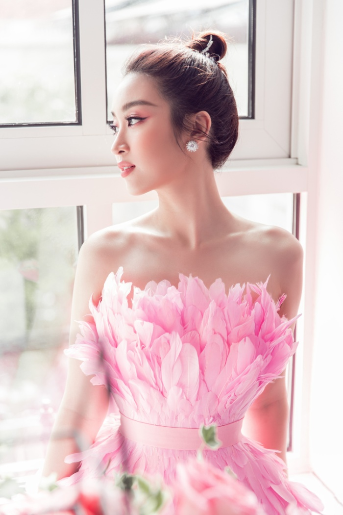 Đỗ Mỹ Linh hoá hồng hạc kiêu sa, Tường San  Lương Thuỳ Linh cũng bung lụa khoe nhan sắc hơn người ảnh 5