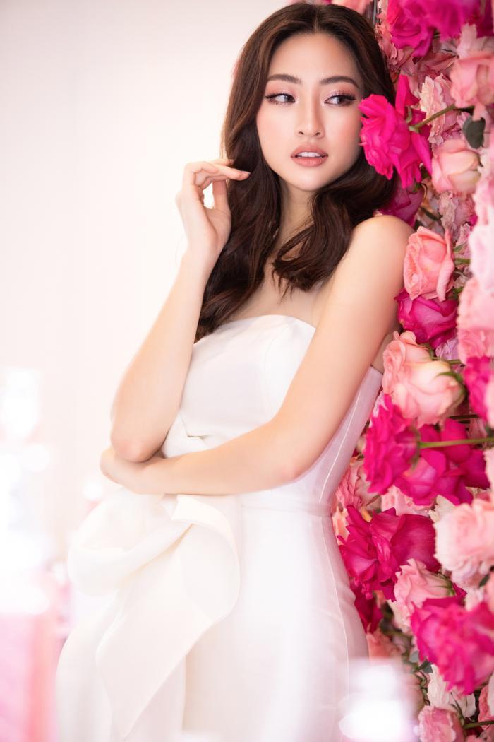 Đỗ Mỹ Linh hoá hồng hạc kiêu sa, Tường San  Lương Thuỳ Linh cũng bung lụa khoe nhan sắc hơn người ảnh 10
