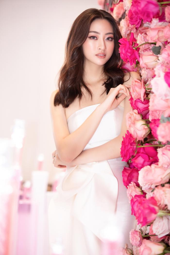 Đỗ Mỹ Linh hoá hồng hạc kiêu sa, Tường San  Lương Thuỳ Linh cũng bung lụa khoe nhan sắc hơn người ảnh 11