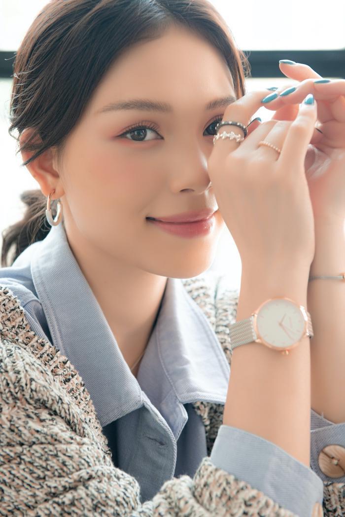 Từ những món phụ kiện độc đáo của Parfois, Linh Rin đã nâng tầm trang phục dạo phố, khiến bộ cánh đời thường trở nên đắt giá.