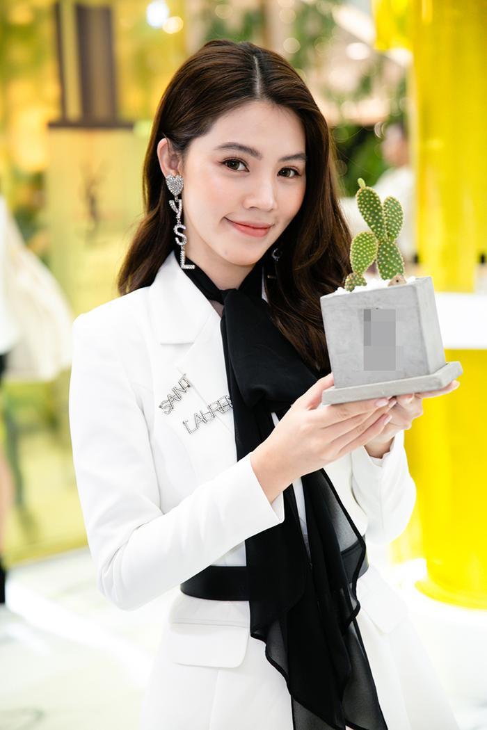 Sở hữu vẻ ngoài xinh đẹp và cuộc sống sang chảnh, xa hoa, Jolie Nguyễn luôn được nhiều người ngưỡng mộ lẫn ghen tỵ
