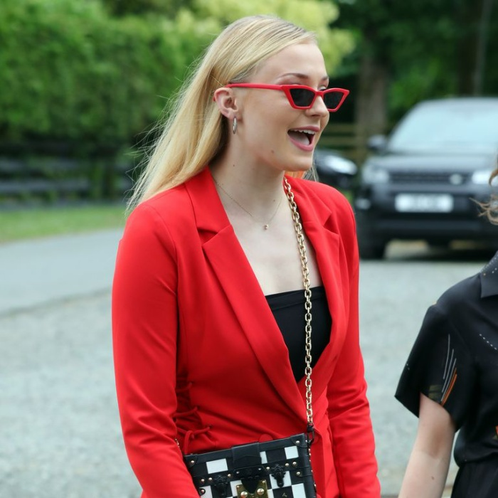 Sophie Turner hối hận vì ăn mặc 'trẻ trâu' đến đám cưới Kit Harington ảnh 0