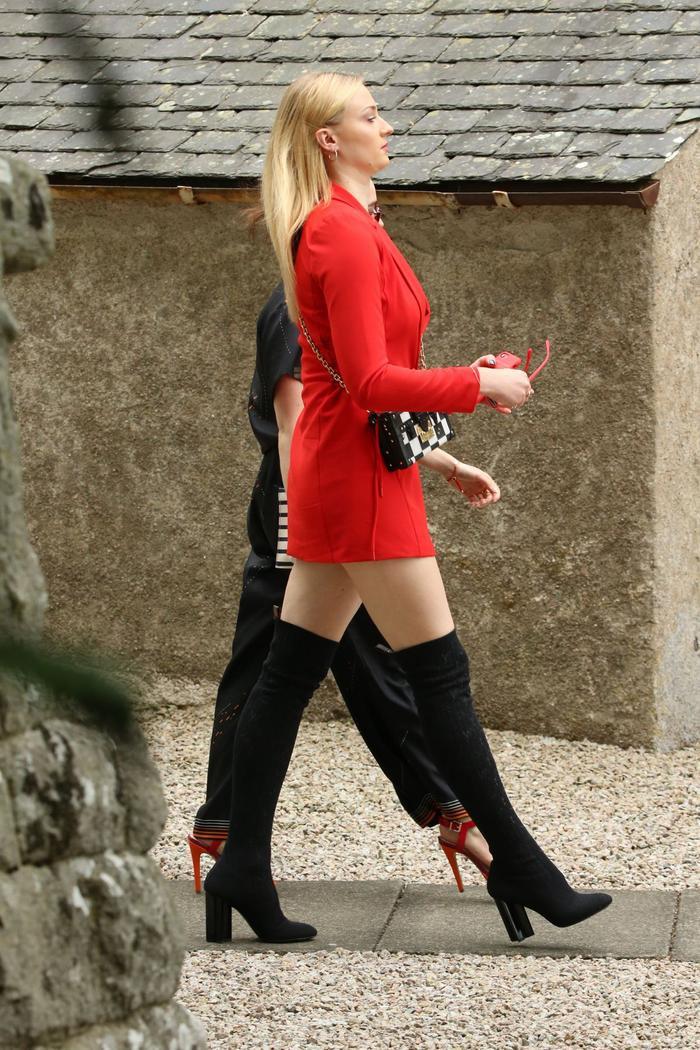 Sophie Turner hối hận vì ăn mặc 'trẻ trâu' đến đám cưới Kit Harington ảnh 3