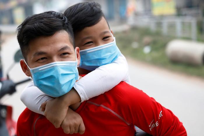 Khai báo y tế toàn dânđã được triển khai nhằm phòng chống dịch một cách triệt để hơn. (Ảnh: REUTERS)