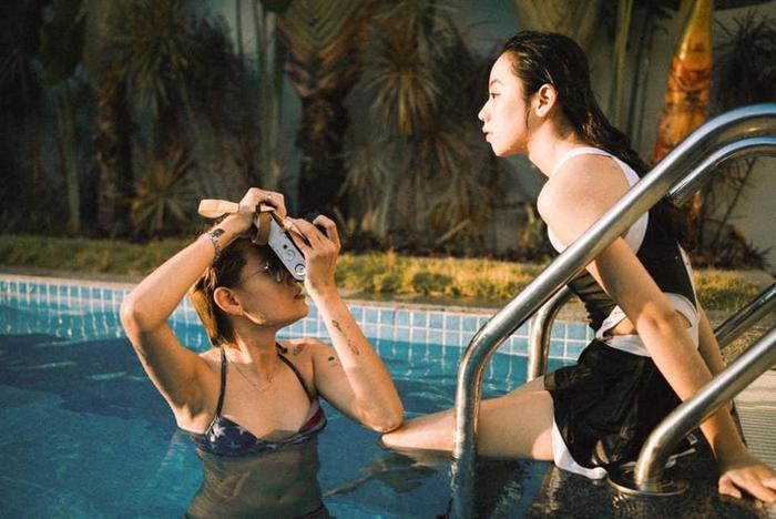 Câu chuyện tình yêu của cặp đôi bách hợp gây sốt cộng đồng mạng trong Vlog của Giang Ơi ảnh 6