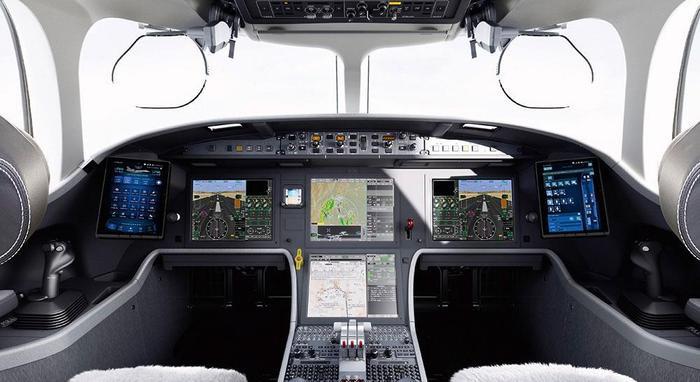 Bên trong buồng lái của Falcon 8X trang bị nhiều công nghệ hiện đại.(Ảnh:DassaultFalcon)