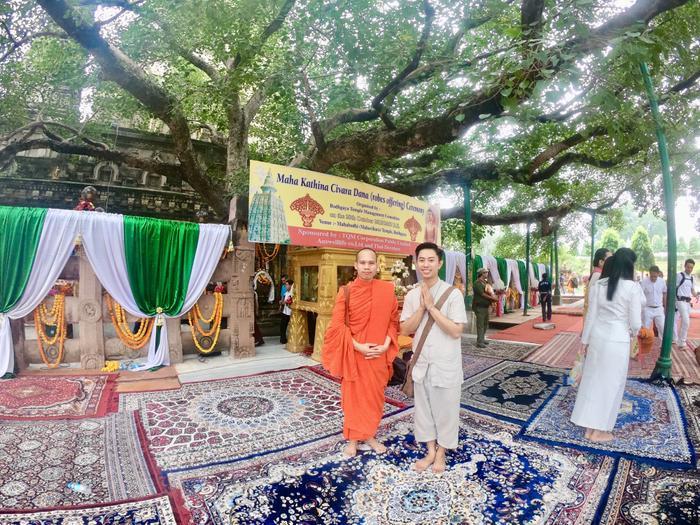 Công việc thường ngày của Bình là giúp sư phụ trông coi Đạo tràng chùa Viên Giác – ngôi chùa Việt với kiến trúc thuần Việt cực đẹp, và có vị trí gần Đại Bảo Tháp MahaBodhi nhất (cách 300m).