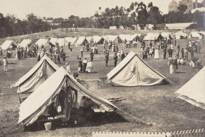 Khoảng 100 căn lều đã được dựng tại Sân vận động Jubilee Oval để làm khu cách ly.