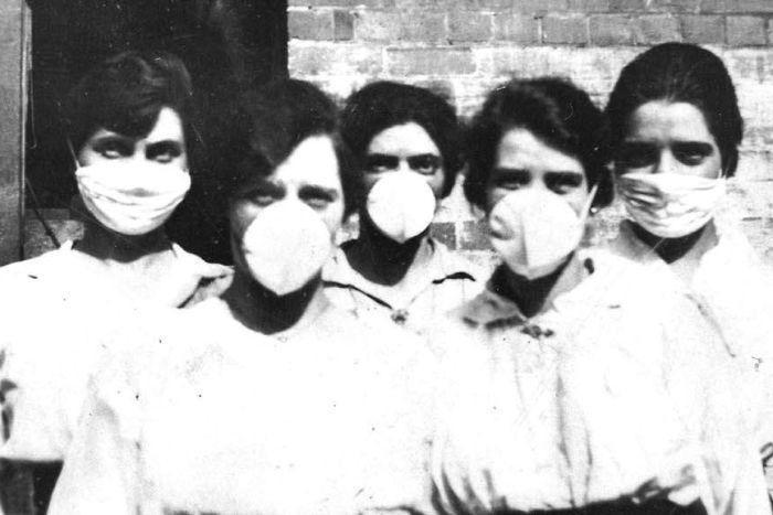 Các y tá ở thành phố Brisbane, bang Queensland, Australia trong dịch cúm năm 1918.