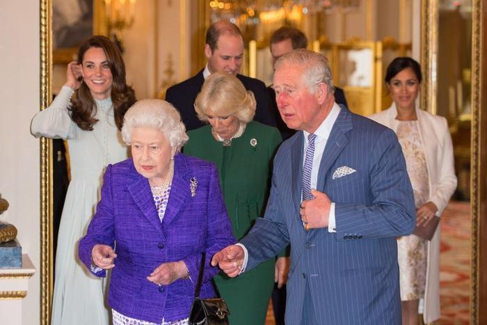 Anh bùng dịch nCoV, Harry và Meghan được tha thứ khi không đưa hoàng tử bé về Hoàng gia ảnh 0