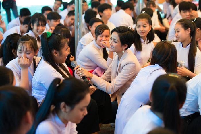 Dự án cộng đồng của Khánh Vân có đủ nặng đô để in-top Miss Universe như HHen Niê Hoàng Thùy? ảnh 1