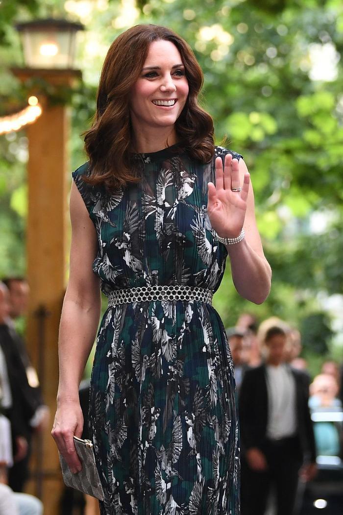 Ý nghĩa sâu xa đằng sau 17 lựa chọn thời trang nổi tiếng của Hoàng gia ảnh 12