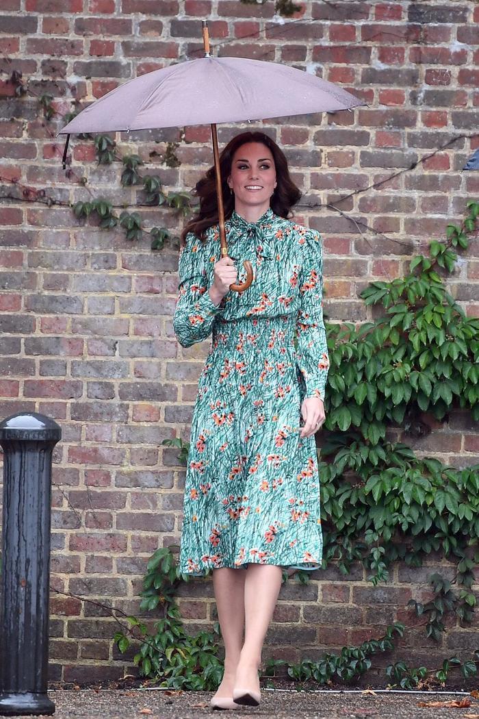 Ý nghĩa sâu xa đằng sau 17 lựa chọn thời trang nổi tiếng của Hoàng gia ảnh 13