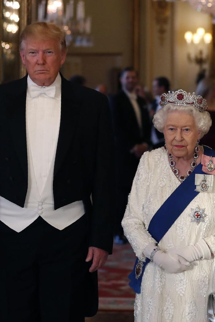 Ý nghĩa sâu xa đằng sau 17 lựa chọn thời trang nổi tiếng của Hoàng gia ảnh 2