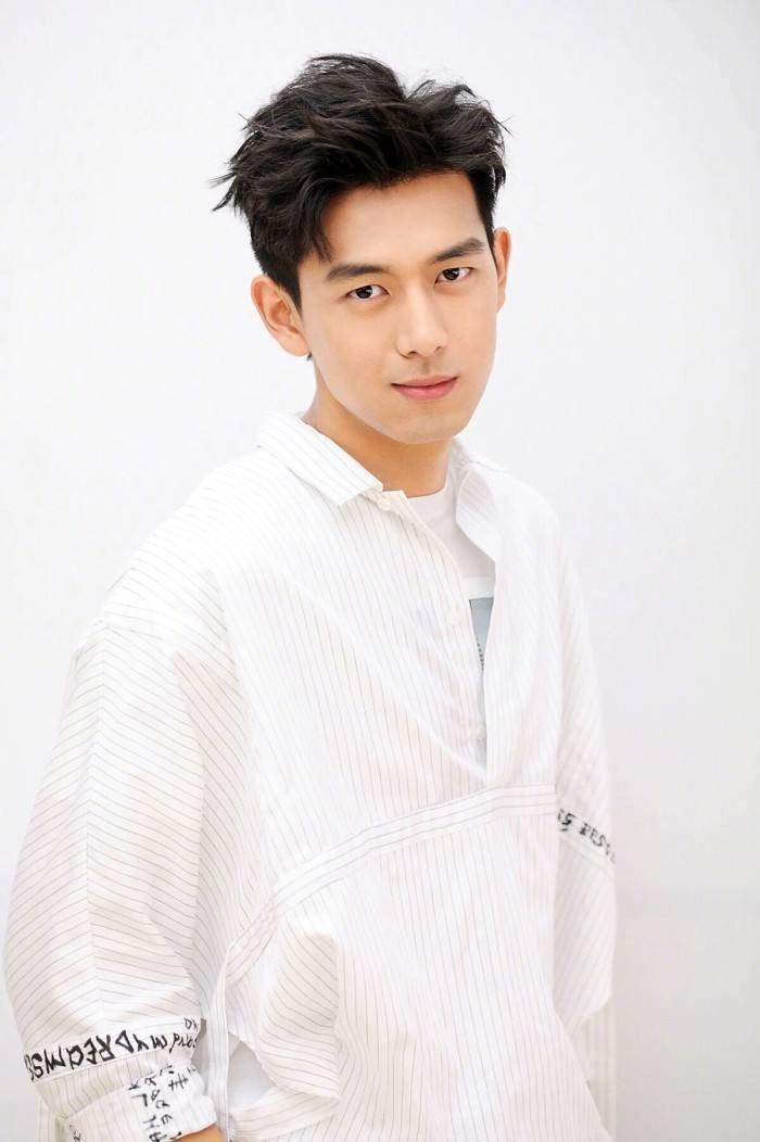 Netizen Trung chọn Lý Hiện, Dương Tử tham gia phim mới với chủ đề cuộc chiến chống dịch bệnh nhưng không có tên Tiêu Chiến ảnh 6