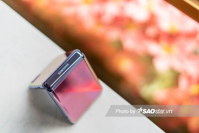 Đánh giá Galaxy Z Flip: Smartphone độc lạ nhất đầu năm 2020 ảnh 24