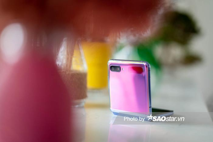 Đánh giá Galaxy Z Flip: Smartphone độc lạ nhất đầu năm 2020 ảnh 12