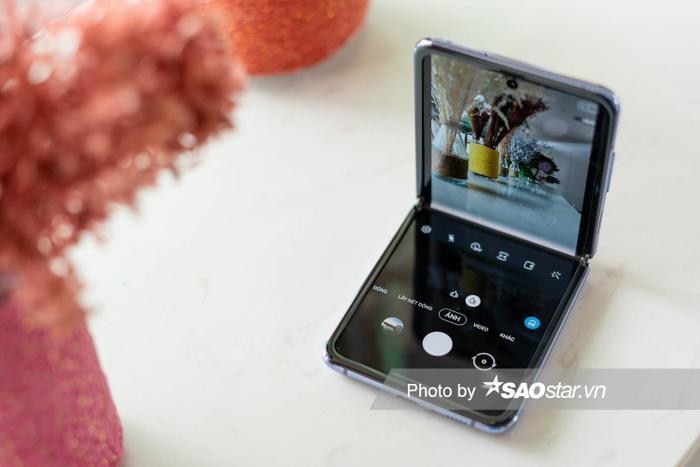 """Chế độ Flex Mode """"thửa riêng"""" cho Galaxy Z Flip trong ứng dụng chụp ảnh"""