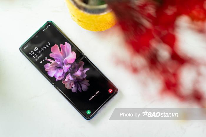 Đánh giá Galaxy Z Flip: Smartphone độc lạ nhất đầu năm 2020 ảnh 4