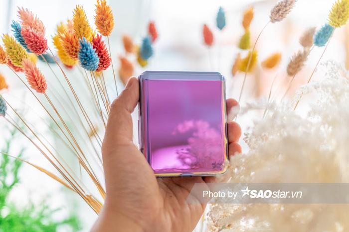 Đánh giá Galaxy Z Flip: Smartphone độc lạ nhất đầu năm 2020 ảnh 1