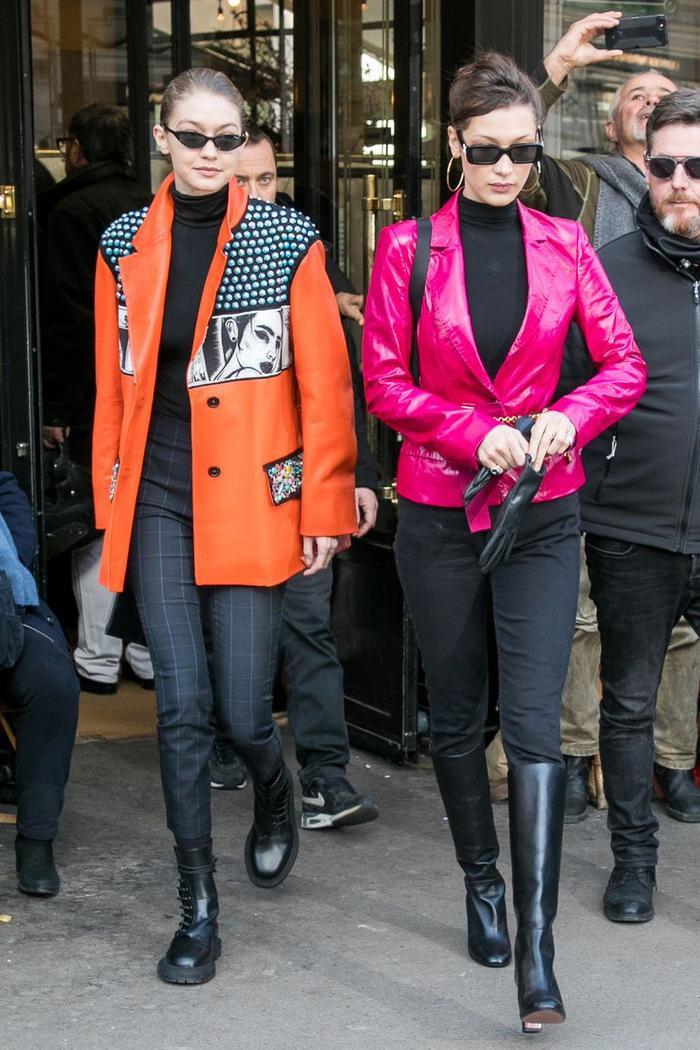 Chị em nhà Hadid vừa cao vừa mặc áo hồng rực, tất nhiên ai ai cũng phải ngoái nhìn.