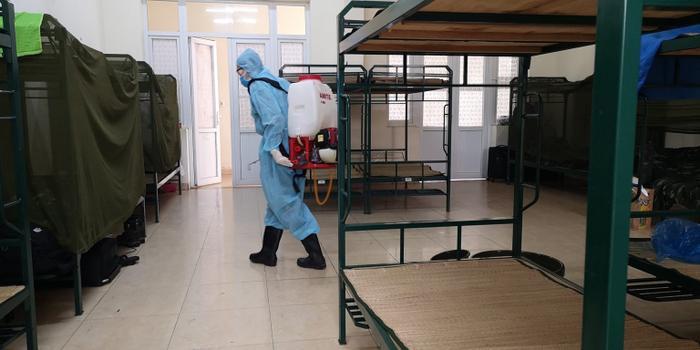 Nhân viên khử trùng phòng ở mỗi ngày.