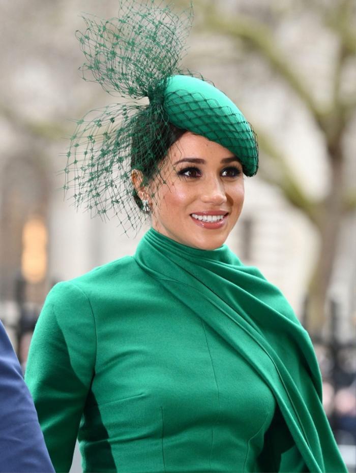 Loạt trang phục tái xuất London của Meghan Markle khiến báo chí tốn giấy mực
