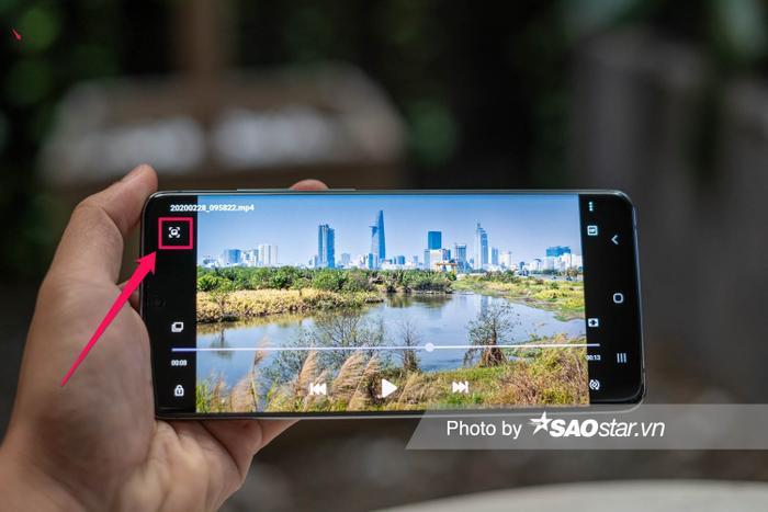 Chỉ một cú chạm khi xem video 8K quay bằng Galaxy S20 Ultra là bạn đã có ngay bức ảnh 33 MP một cách nhanh chóng