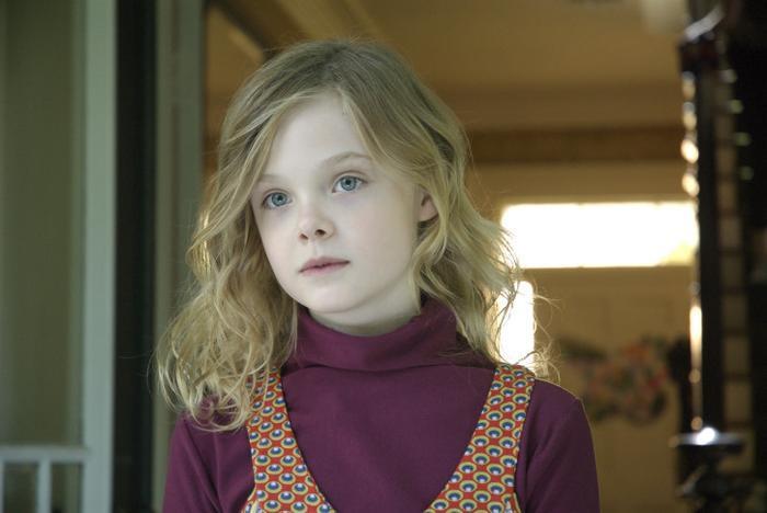 Elle Fanning, sinh năm 1998, bắt đầu đóng phim từ năm 3 tuổi, có thể thấy cô đã sở hữu vẻ đẹp sắc nét từ ngày bé