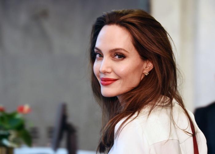 Trải qua 2 cuộc ly hôn cùng nhiều biến cố trong sự nghiệp và cuộc sống, vẻ đẹp của Angelina Jolie càng trở nên mặn mà, sắc sảo hơn qua năm tháng.