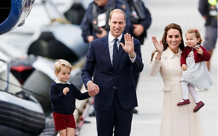 Covid 19 bùng nổ ở Anh, Hoàng tử George và Công chúa Charlotte phải học trực tuyến ảnh 1
