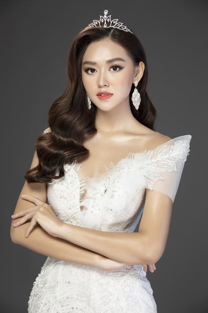 Fan đồng loạt tiến cử Thúy Vân thi Miss World, Lương Thùy Linh thi Miss International 2020