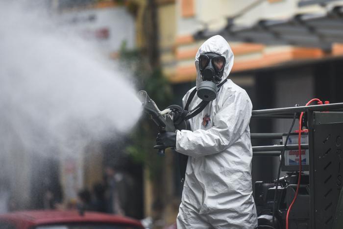 Hình ảnh phun khử trùng phòng dịch tại Việt Nam. Ảnh minh hoạ.