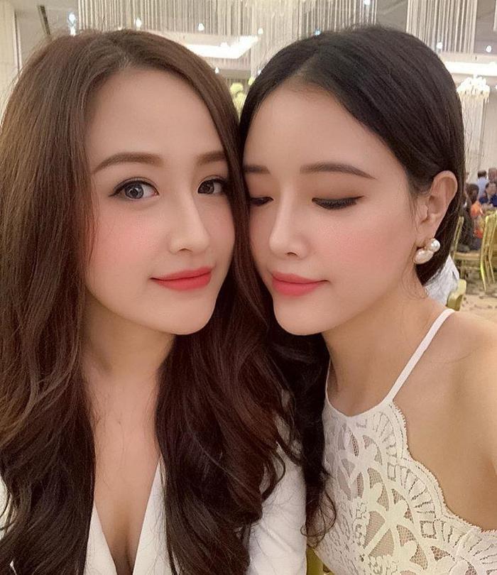 Mai Phương Thúy và em gái rất thân thiết. Hoa hậu Việt Nam 2006 nhiều lần công khai khen Ngọc Phượng xinh đẹp hơn mình