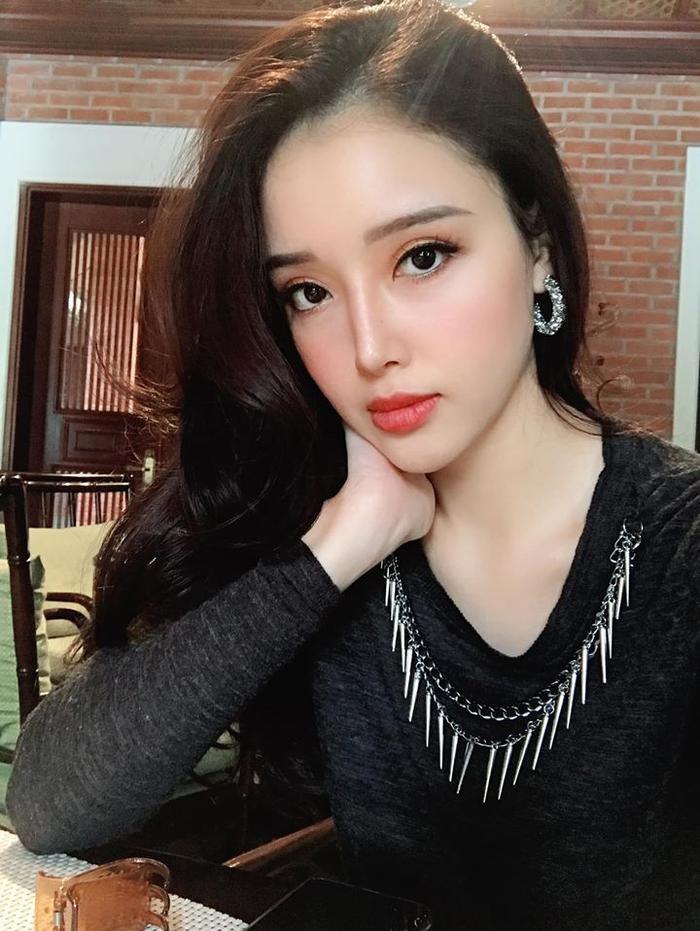 Mai Phương Thúy khoe ảnh em gái xinh đẹp lộng lẫy