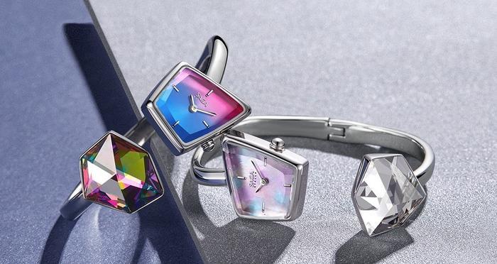 Trong số các thương hiệu đồng hồ nữ đính đá pha lê thì đặc sắc nhất là Saga vì hãng chỉ sử dụng duy nhất loại đá Swarovski cao cấp mà thôi.