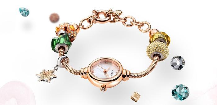 Với việc áp dụng bộ máy Thụy Sỹ, theo tiêu chuẩn chất lượng Thụy Sỹ lên đồng hồ đính đá Saga giúp chất lượng của Saga vượt trội hơn hẳn.
