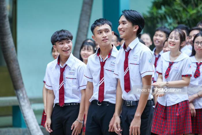 Khả Ngân 'cười ngất' vì màn bóc phốt hội anh em cây khế của chàng hot boy rapper Minh Huy ảnh 4