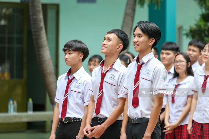 Khả Ngân 'cười ngất' vì màn bóc phốt hội anh em cây khế của chàng hot boy rapper Minh Huy ảnh 2
