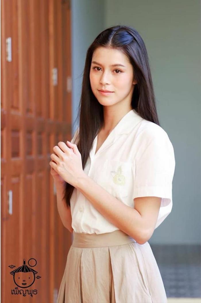 Kangsadarn hay còn gọi là Nui, cô gái có khuôn mặt trong sáng, làn da đẹp nhìn rất dễ thương với trái tim nhân hậu, luôn hy sinh vì người khác