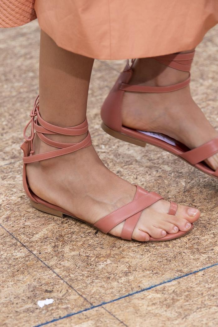 Mùa sale kịch liệt, chị em nhớ ghi sổ 9 xu hướng giày hè 2020 siêu xinh ảnh 15