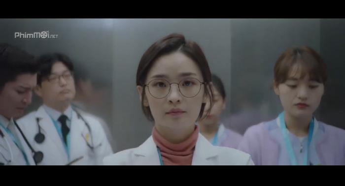 Bác sĩ Song Hwa (Jeon Mi Do) bóng hồng duy nhất bị thất tình