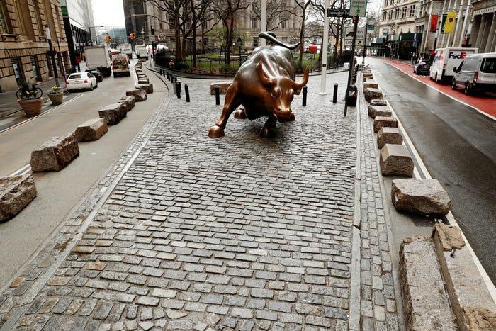 Khung cánh sầm uất ở khu phố tài chính không còn, thay vào đó là sự vắng vẻ bao trùm.