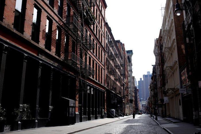 Đường Mercer, quận Manhattan vắng bóng người.