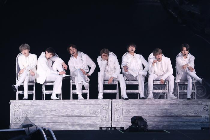 BTS dẫn đầu top 40 với hơn 20 album được bán ra trong suốt 10 năm qua.