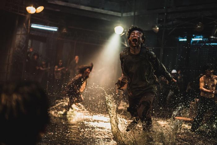Bom tấn Train To Busan 2 phát hành hình ảnh đầu tiên củaKang Dong Wonvà tạo hình đáng sợ của zombie ảnh 1