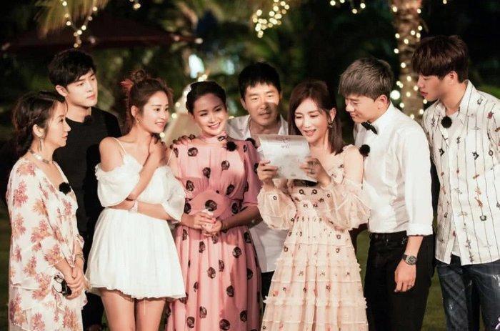 Netizen Trung hy vọng Triệu Lệ Dĩnh  Phùng Thiệu Phong tham gia show Chuyến du lịch lãng mạn của người vợ mùa 4 ảnh 1